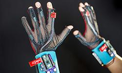 如何用九个传感器打破手语沟通障碍