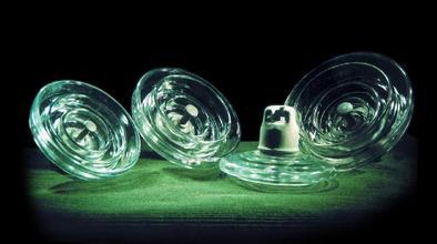 玻璃绝缘子的内部结构和电阻测量