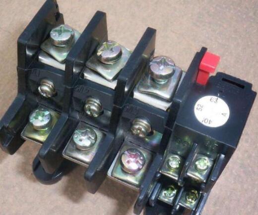 热继电器蓝色的是什么按钮?其电流整定如何调整?
