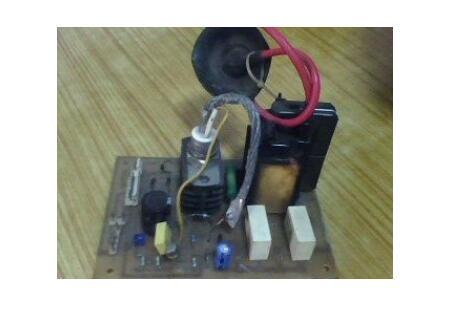 彩电行输出变压器输出电压是多少?