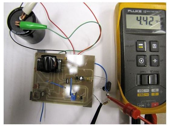 可提升电压的焦耳小偷电路设计