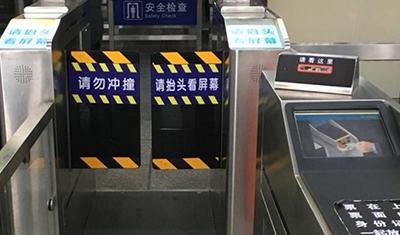 """""""刷脸""""进站,火车站的人脸识别靠谱吗?"""