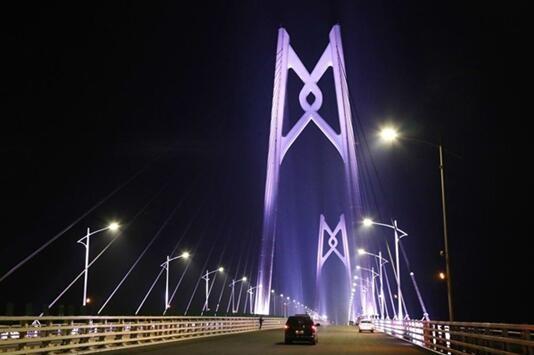 港珠澳大桥主体工程全线亮灯