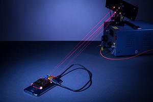 室内激光无线充电新技术亮相,可媲美传统 USB 线缆