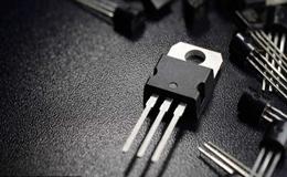在ON状态下,MOSFET与三极管有何不同之处?