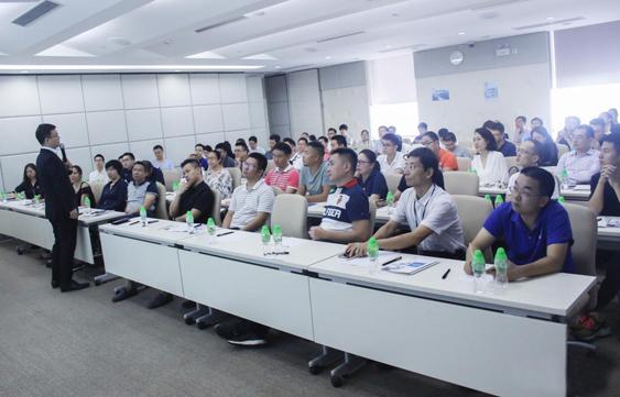 长江商学院教授李洋:企业应该怎样进行品牌建设和精细化营销?