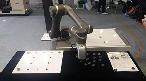 """""""互联网+""""博览会—助力智能机器人发展,实现智能制造"""