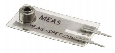 如何采用压电传感器进行微型采集或能量清除?