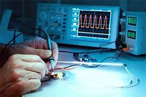 连接器的载流量是多大?能承受多大电压?