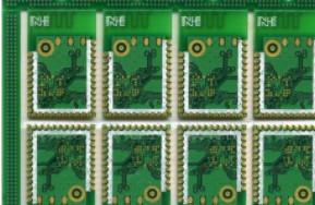 使用PCB孔��p少EMI,接地�B接非常重要