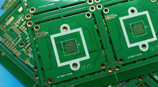 你知道电路板采用网格覆铜还是实心覆铜吗?
