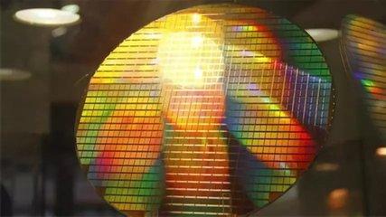 硅晶圆景气度明年继续上行,相关半导体设备公司获益