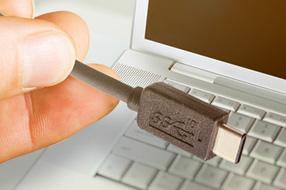 恩智浦推出行业首款符合USB-IF规范的Type-C PD-PHY器件