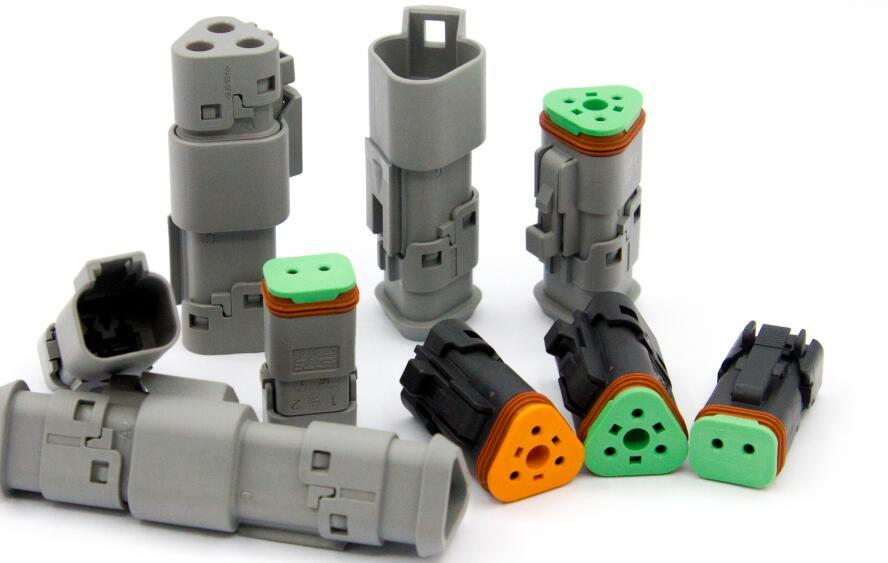 TE Connectivity通过下一代卡扣式后↑盖密封连接器提高重型设备可靠性